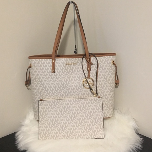 cc48949637 Michael Kors Bags | Open To Offers Carryall Vanilla 398 | Poshmark